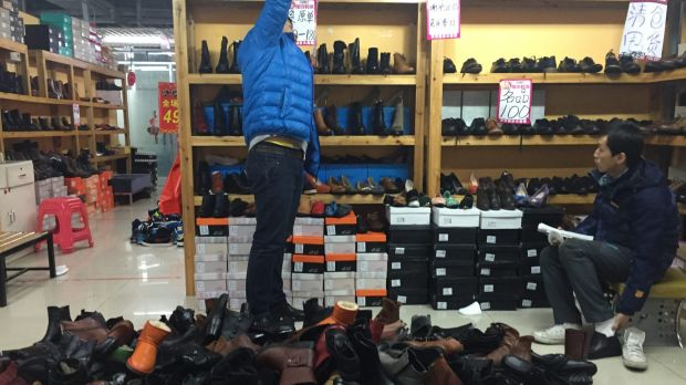 """""""Five years ago, I used to be able to clear 7000 to 8000 yuan in sales a day. Now I sell in a week what I used to sell ..."""