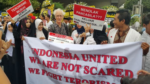 Hundreds of Jakartans rallied against terrorism on Friday night at the site of the Jakarta blasts.