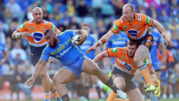 The Canberra Raiders are interested in Eels forward Junior Paulo, but he's likely to stay at Parramatta in 2016.