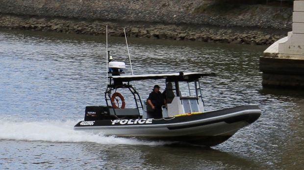 Police continue to search the Brisbane River for a missing British traveller last seen jumping from the William Jolly Bridge.