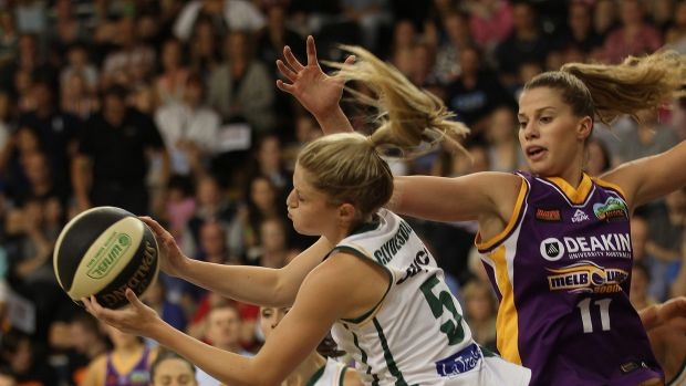 Dandenong's Aimie Clydesdale rebounds ahead of Melbourne's Olivia Thompson on Monday night.