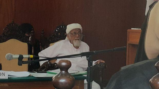 Radical Indonesian cleric Abu Bakar Bashir in court in Cilacap on January 26.