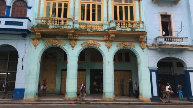 An afternoon in Centro Habana.