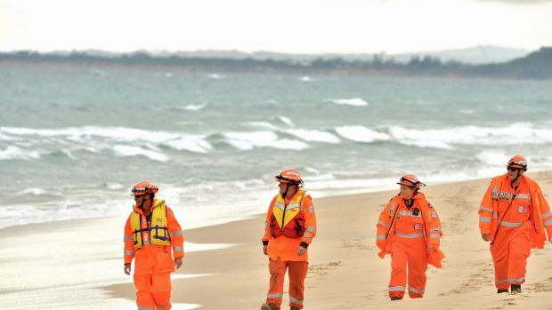 SES members searching the beach at Point Lonsdale on the day of the plane crash.