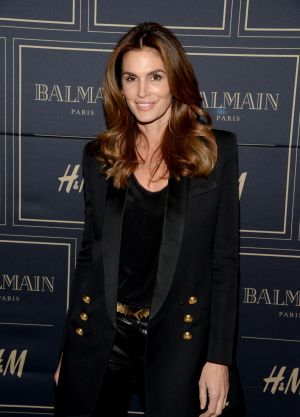 Cindy Crawford has clarified her statements about her possible retirement.