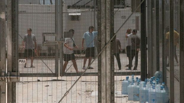 The PNG government plans to close the detention centre on Manus Island.