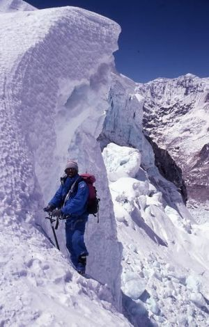 Climbing Everest can now be done by swapping an oxygen mask for a VR headset.