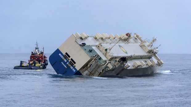 Rescuers successfully diverted a cargo ship threatening to run aground in south-western France after five days adrift.