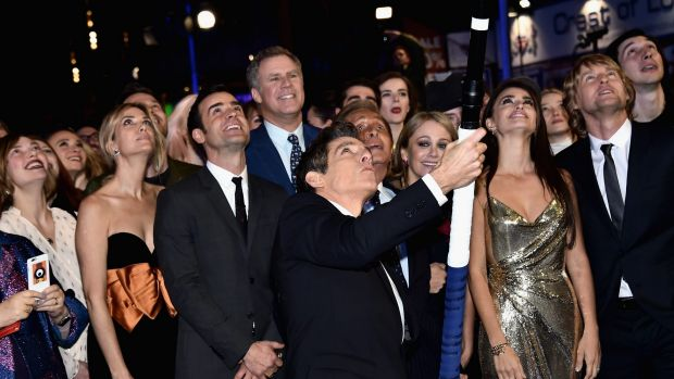 Ben Stiller and cast attempt a record-breaking selfie at the London premiere of <i>Zoolander 2</i>.