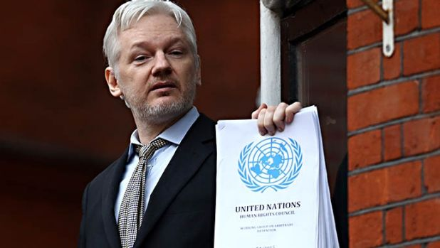 Wikileaks 39 julian assange says he 39 s 39 already been cleared for Julian balcony