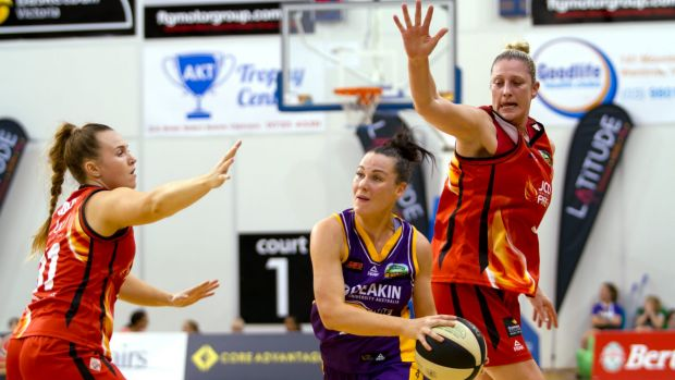 Melbourne's Tess Madgen attempts to pass out of a trap set by Townsville's Kate Gaze and Suzy Batkovic.