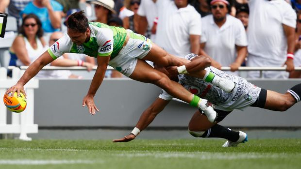 Jordan Rapana scores a try for the Raiders against the Warriors in Sunday's quarter-final.