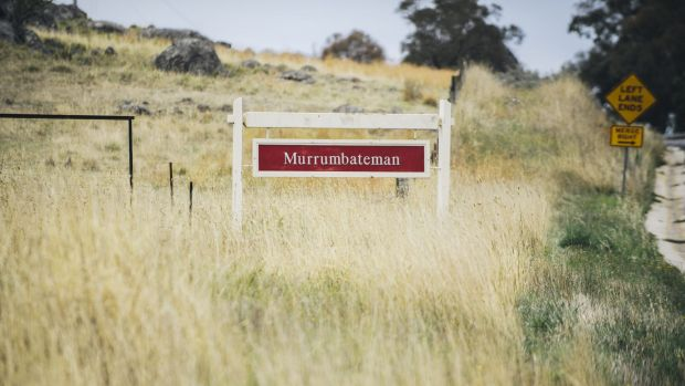Murrumbateman residents say more than 1000 pupils are travelling to and from Canberra and Yass for their schooling.