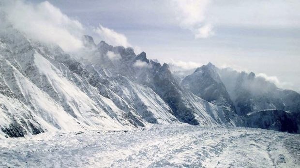Five Italians and an Austrian have been killed in an avalanche.