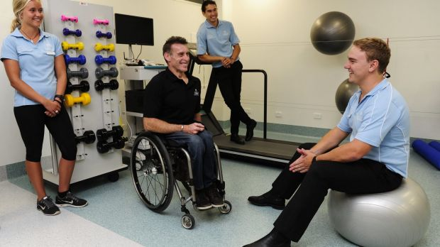 Richard Nicholson chats with exercise physiology and rehabilitation students   Georgia Hardy, Ken Scruton and Laurence James.