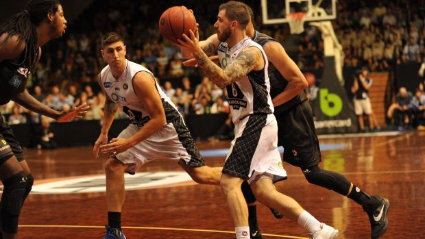 Melbourne United's Nate Tomlinson attempts to pass to Chris Patton.