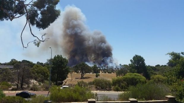 A scrub fire is burning in Kensington, south of Perth.