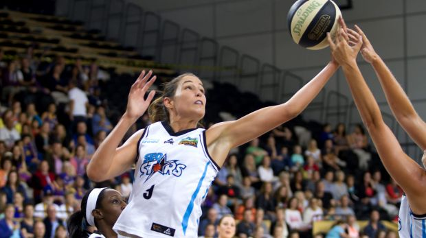 SEQ Stars' Rebecca Allen reaches for a rebound.