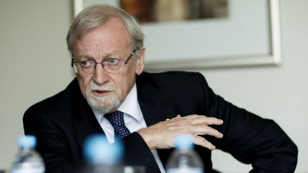 Minister for revisionism? ANU chancellor and former Labor minister Gareth Evans.