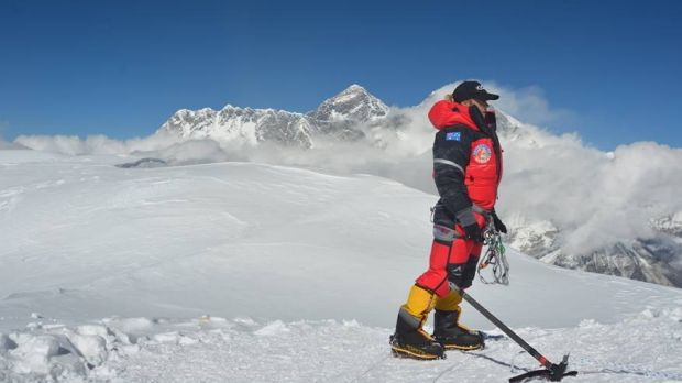 Nineteen-year-old Alyssa Azar had a close call last time she attempted to climb Mt Everest.