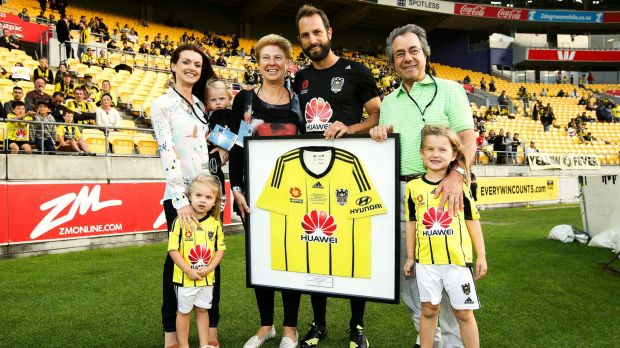 Phoenix skipper Andrew Durante poses with his parents and family after being presented a shirt to mark his 200th game.