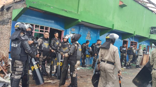 Security personnel were deployed to secure eviction of Kalijodo residents.