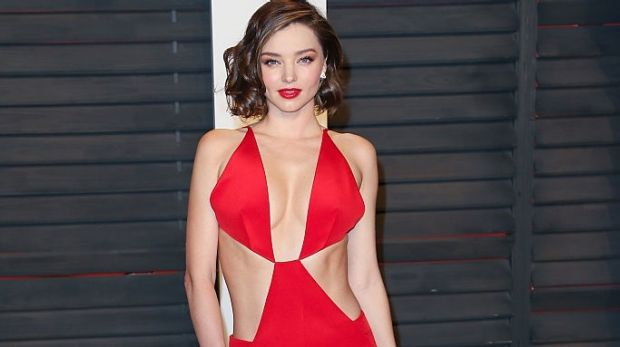 Miranda Kerr showed off her shorter 'do at the 2016 Vanity Fair Oscar Party.