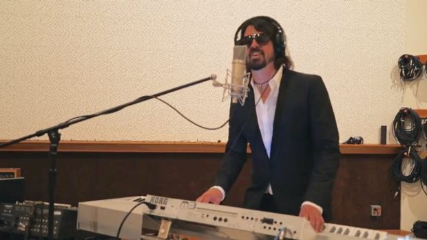 Solo Dave Grohl sings <i>Phoney Baloney</i> in the Foo Fighters' spoof video.