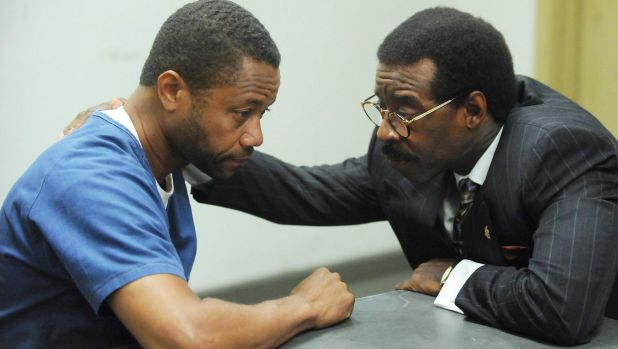Cuba Gooding, Jr. as OJ Simpson, Courtney B. Vance as Johnnie Cochran in The People Versus OJ Simpson.