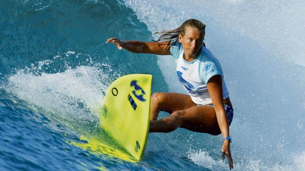 Layne Beachley competing on Honolua Bay off the Hawaiian island of Maui in December 2002.