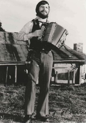 Mike Jackson, one of the wandering – minstrels –  who performed at the Gundaroo Pub in the 1970s