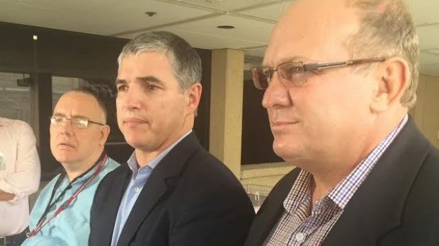 Rob Pyne, Robbie Katter and Shane Knuth pledge to back the opposition if Annastacia Palaszczuk calls an election midway ...