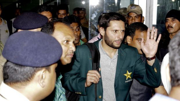 Shahid Afridi acknowledges the crowd as he and the Pakistan team arrive in India.
