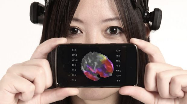 A headset that can read your mind? Le demonstrates how the Insight headset can chart brain waves on a smart phone.