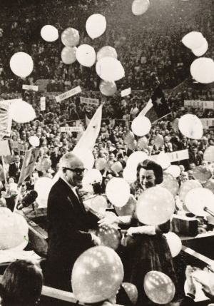 Senator Barry Goldwater and wife Peggy, along with GOP convention delegates, are showered with balloons at San ...