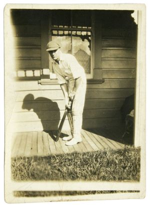 Tom Thompson was involved in a dispute with the Bradman Museum over whether this picture showed Don Bradman.