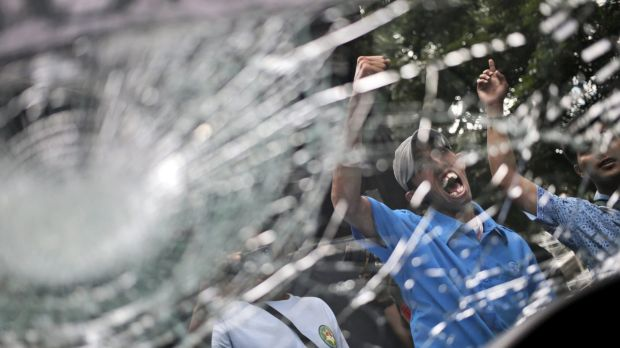 Travellers Warned As Jakarta Taxi Service Protests Turn Violent