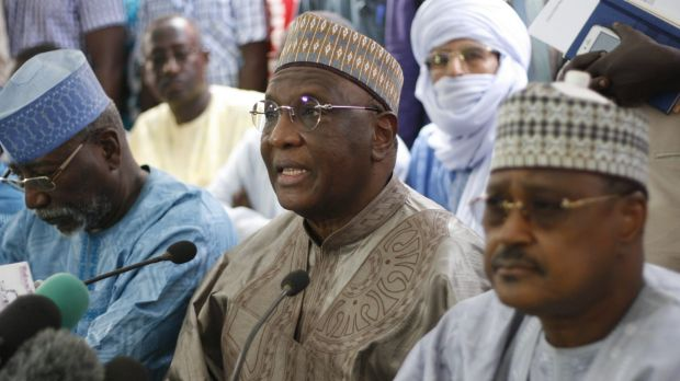Niger opposition party leader Amadou Boubacar Cisse (centre) at a media briefing before elections results were announced ...