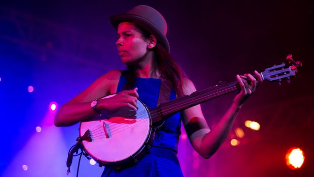 Former Chocolate Drop Rhiannon Giddens made an impact with an unexpected cover of Blu Cantrell's Hit em Up Style.