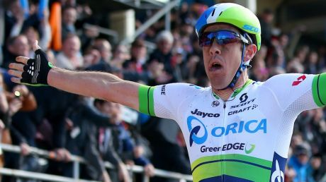 Mathew Hayman wins the 'Hell of the North' for Orica-GreenEDGE - without a cast.