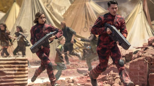 Christina (Zoe Kravitz) and Romit (Andy Bean) in a scene from <i>Divergent: Allegiant</i>.