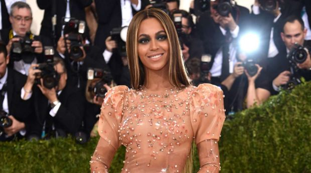 Beyonce arrives at the Met Gala 2016 without husband Jay Z.