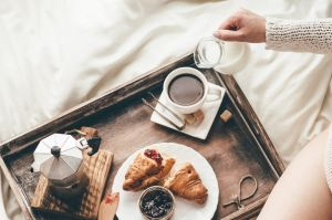 If you want to go beyond the traditional breakfast in bed, here are some ideas to celebrate mothers on May 14.