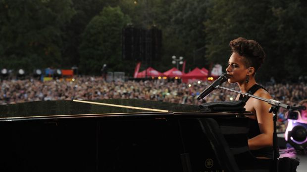Singer-songwriter Alicia Keys is one of a growing number of artists requiring audience members to lock their mobile ...