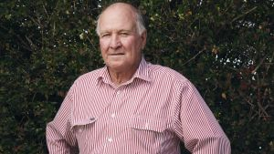 Tony Windsor is looking to join the challenge against Deputy Prime Minister Barnaby Joyce.