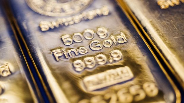 Traders' heads in their hands after 'fat-finger' gold sell-off