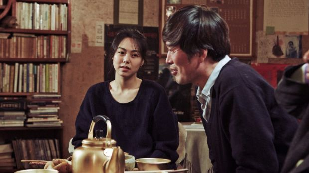 Kim Min-hee and Jung Jae-young in <i>Right Now, Wrong Then</i>.