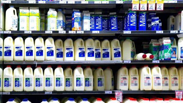 Supermarkets' $1 milk not to blame for farmers' woes, ACCC ...