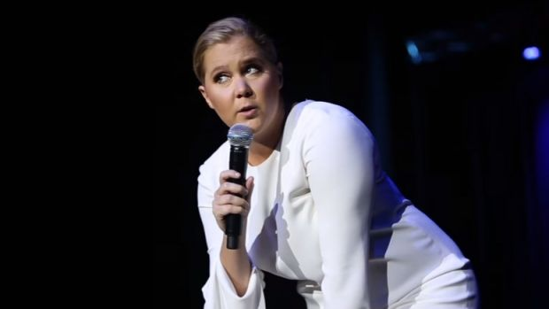 Amy Schumer expertly handles a heckler during her Stockholm show.