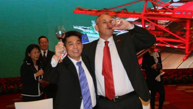 Adam Giles, the former chief minister of the Northern Territory, toasts Ye Cheng, chairman of Landbridge, after the ...